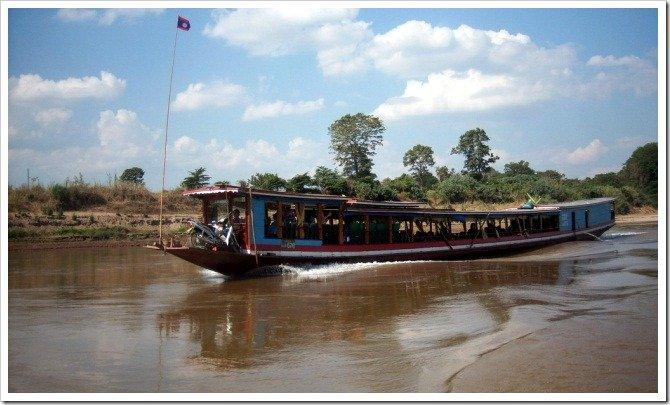 Laos Backpackers Traveler Information