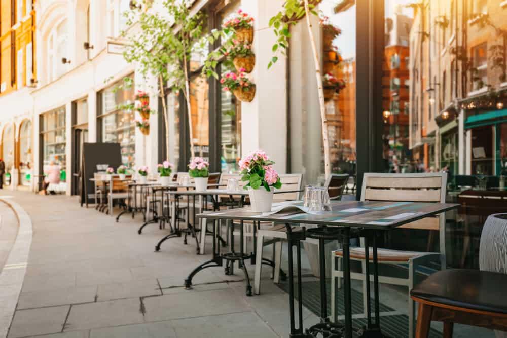 A streetside cafe of Marylebone © Shutterstock